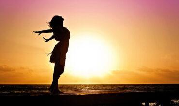 free-woman-570883_1280